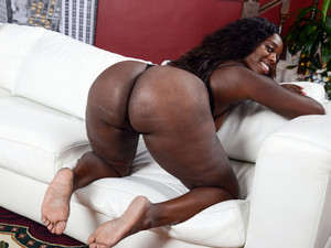 Naked Angola, black woman with big..