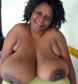 Busty ebony girlfriend Pam posing..