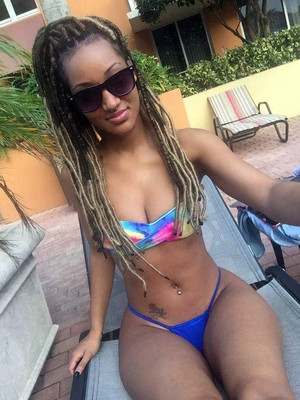 Erotic selfies from dissolute ebony..