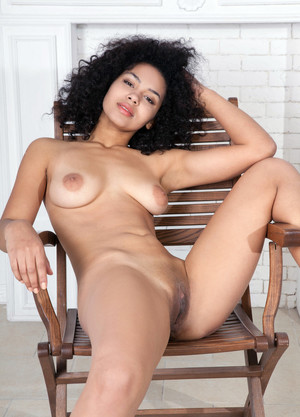 Smiley ebony hottie spread lips of her..