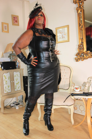 Leather Mistress - Madame Caramel